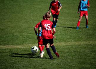 Zestaw młodego piłkarza, czyli profesjonalna odzież chłopięca na trening