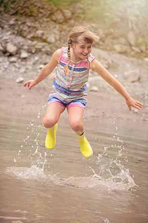 Jak za pomocą obuwia zadbać o zdrowie i komfort dziecięcych stóp?