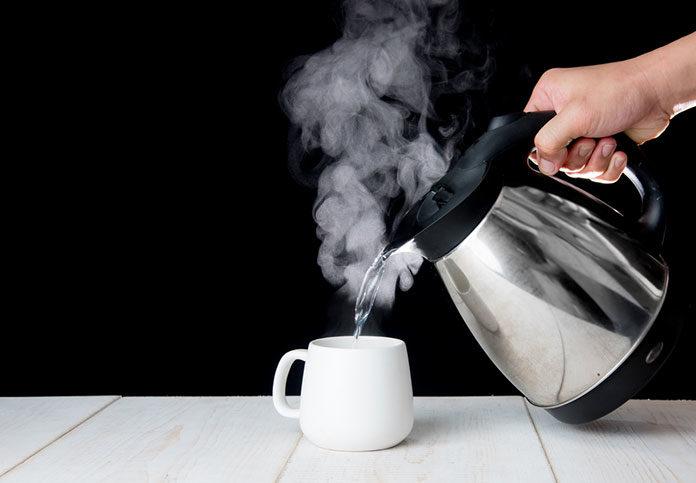 Co się bardziej opłaca: czajnik tradycyjny czy elektryczny?